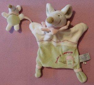 Doudou souris marionnette 4€